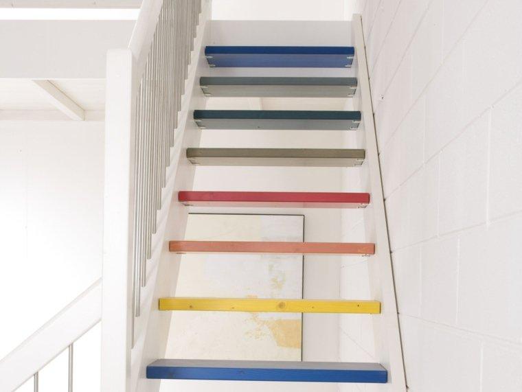 couleur-peinture-escalier-mur-blanc