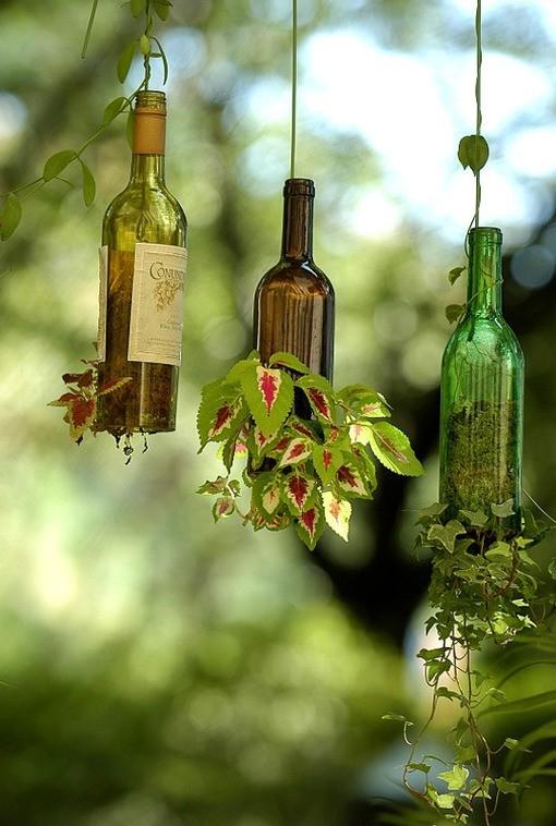 diy-bouteille-vin-pot-fleur-suspendu-jardin
