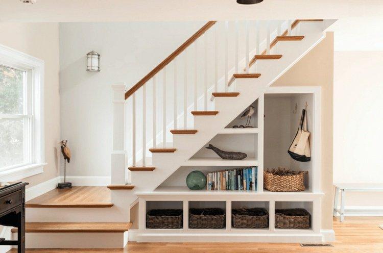 idee-rangement-escalier-pratique