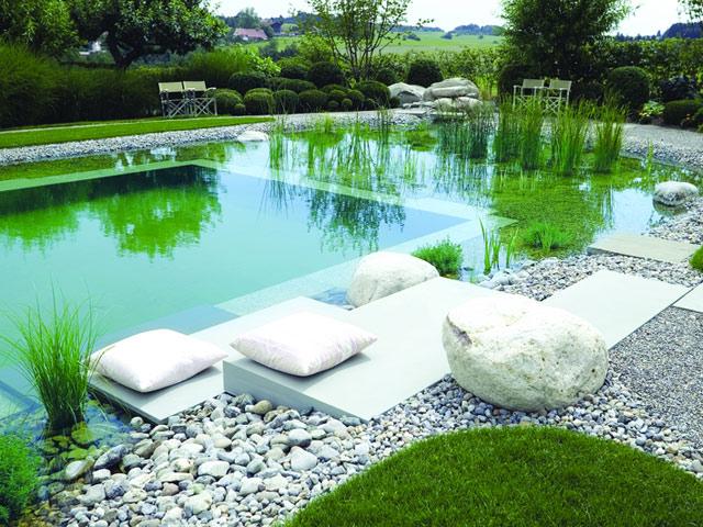 8 astuces pour am nager un bassin d eau dans le jardin. Black Bedroom Furniture Sets. Home Design Ideas