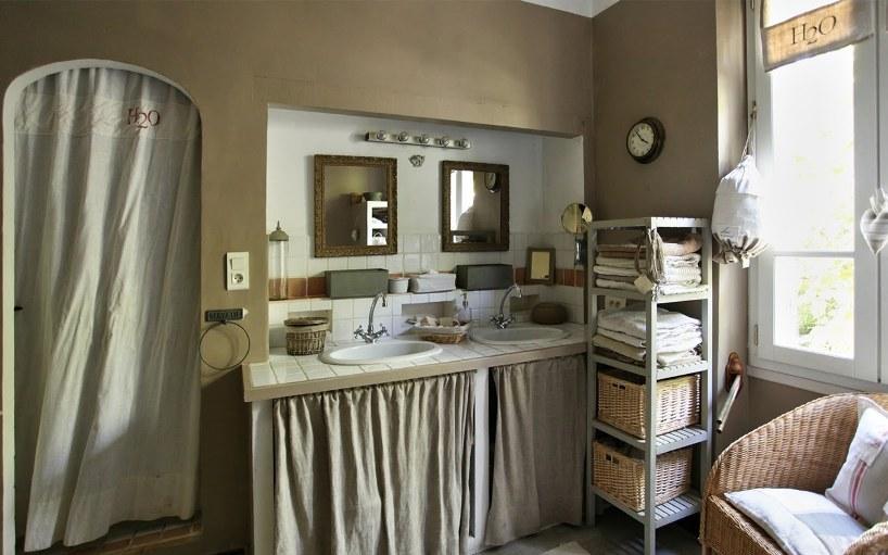 7 trucs pour d tourner les rideaux avec brio - Rideau pour meuble de cuisine ...