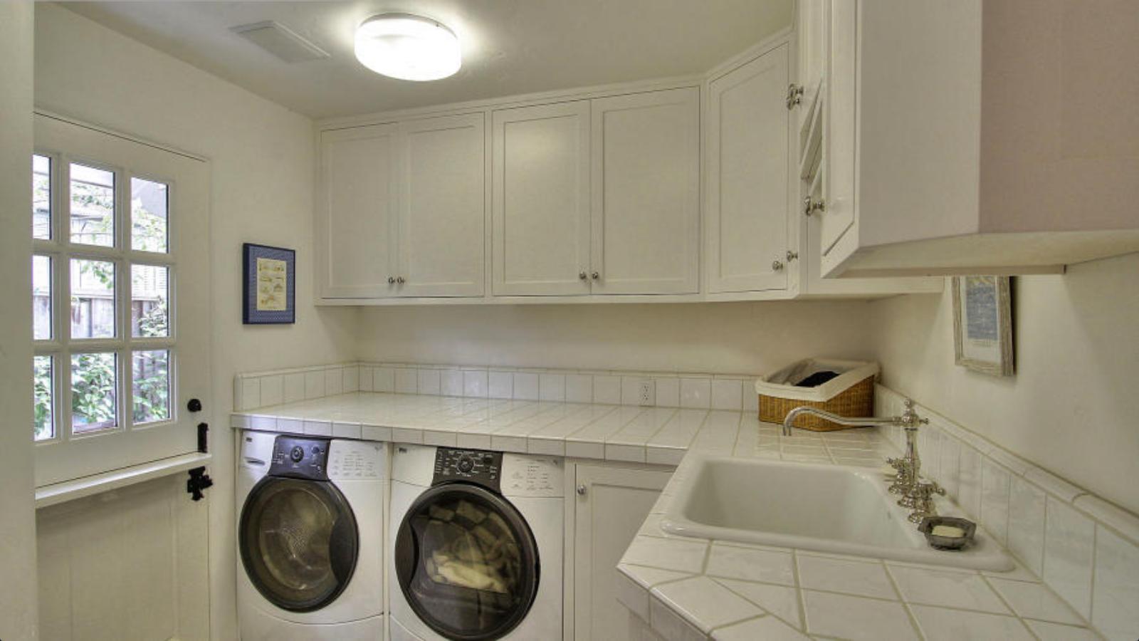 10 indispensables pour une buanderie fonctionnelle. Black Bedroom Furniture Sets. Home Design Ideas