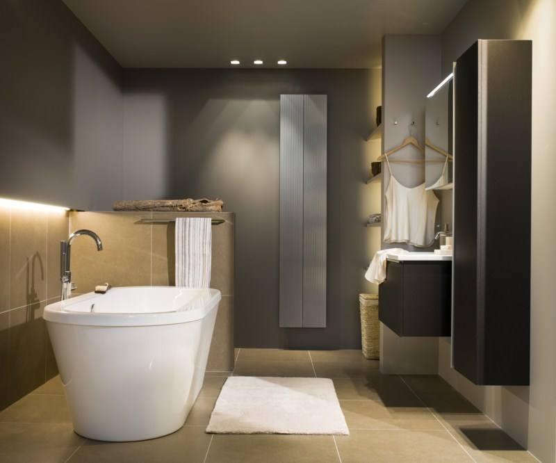 10 astuces pour agrandir visuellement une petite salle de bain for Wc et douche dans petit espace