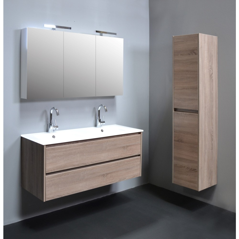 10 astuces pour agrandir visuellement une petite salle de bain. Black Bedroom Furniture Sets. Home Design Ideas